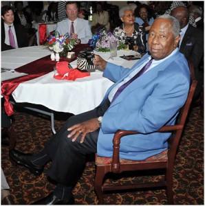 Hank Aaron Donates $10,000 to Eddie G. Robinson Museum