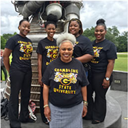 Dr. Loretta Jaggers with GSU students participating in NASA MUREP Summer 2016.